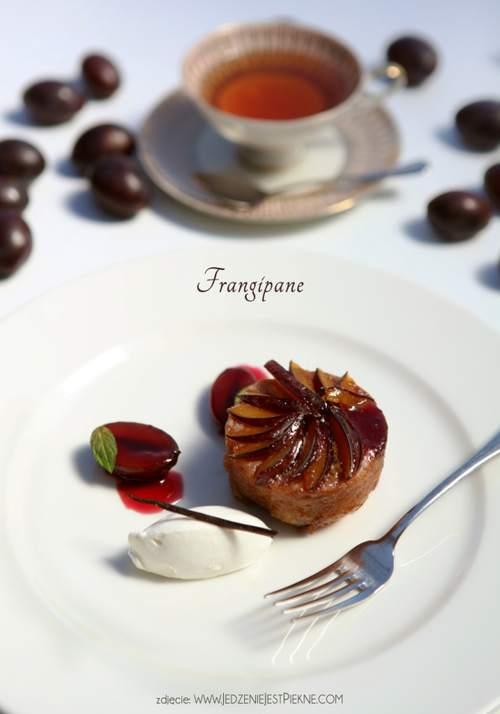 Frangipane śliwkowe z sosem z czerwonego wina