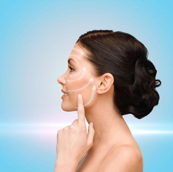 Nici liftingujące wykonane są z substancji czynnej która po 8miesiącach od wprowadzenia w skórę rozpuszcza się w tkance / fot. fotolia