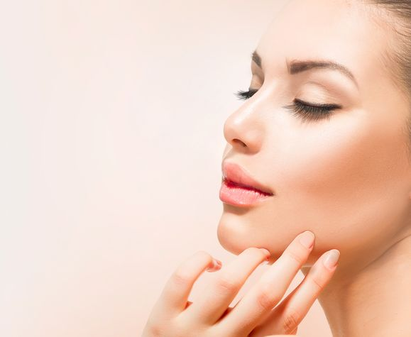 Istotą zabiegów bazujących na technice mikronakłuwania jest pobudzenie skóry do odnowy / fot. Fotolia