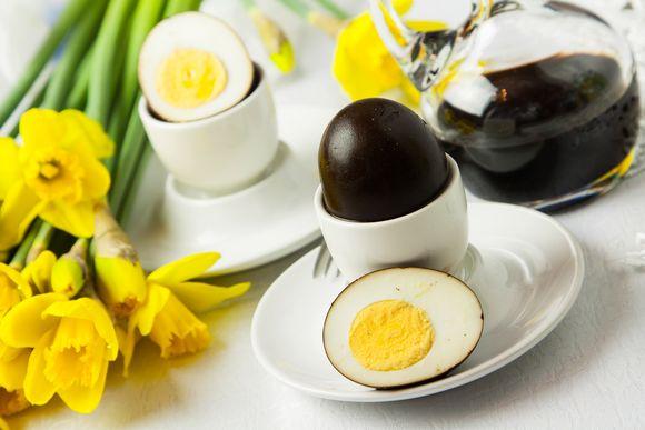 Jajka w occie balsamicznym na twardo / przepisy Paweł Łukasik, zdjęcia Grzegorz Targosz