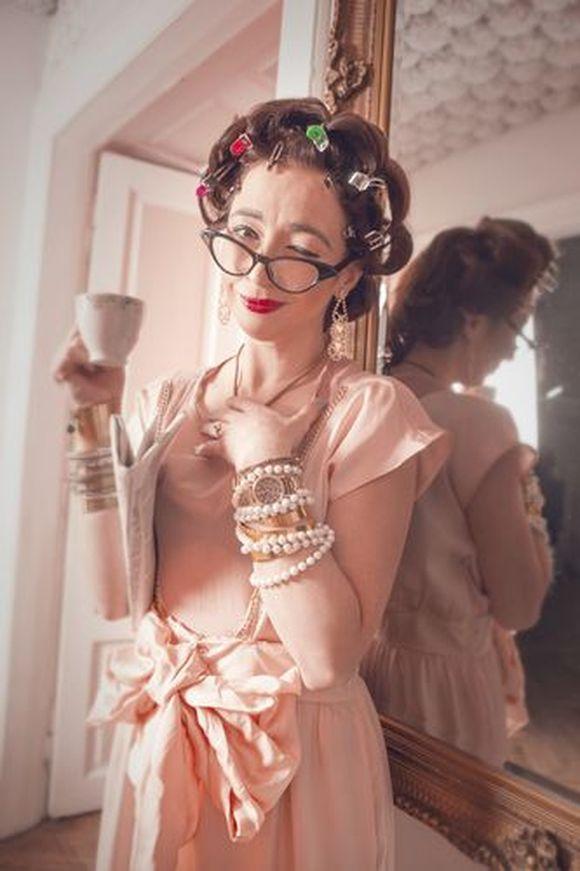 Marta Bizoń / sukienka: One&Only, biżuteria: szafa stylisty / fot. Anna Ciupryk