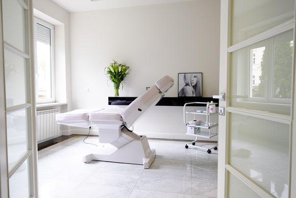 W swoim nowym gabinecie doktor pomoże w ocenie stanu zdrowia z punktu widzenia medycyny estetycznej, udzieli porad oraz dobierze indywidualnie zabiegi prewencyjne iprzeciwstarzeniowe
