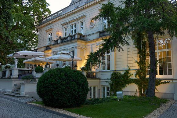 Oficjalne otwarcie odbyło się w ogrodach Pałacu Sobańskich.
