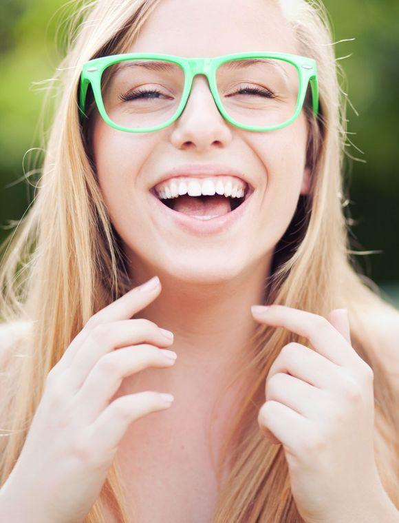O tym jaki rodzaj koron będzie zastosowany, decyduje stomatolog, jednakże po wyjaśnieniu pacjentowi wszystkich za i przeciw. / fot. fotolia