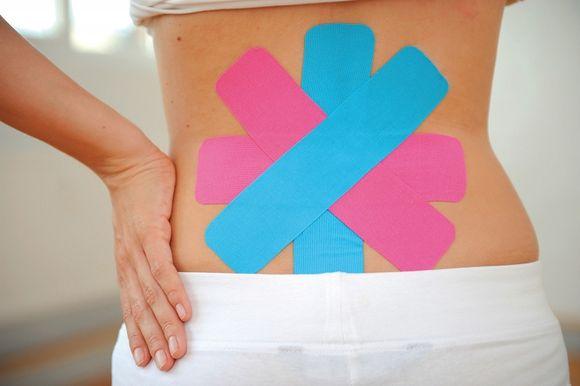 Działanie kinesiotapingu ze względu na swoje kompleksowe działanie, ma bardzo szerokie zastosowanie- zarówno zapobiegawcze, terapeutyczne jak i regeneracyjne. / fot. materiał prasowy
