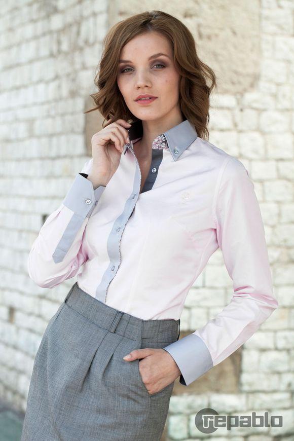 Tymczasem jeden element – koszule damskie – to swoisty ewenement. Młodzieżowa bądź bardzo elegancka, z dodatkami lub bez, koszula pozostaje koszulą, zwłaszcza że można ją połączyć z wieloma innymi ciekawymi rodzajami ubrań. / fot. materiał prasowe
