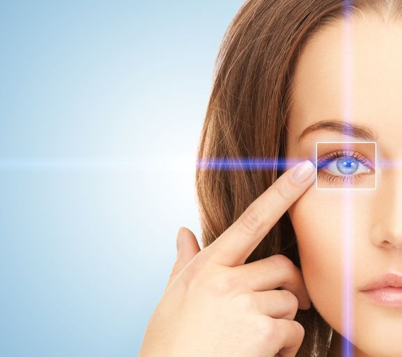 Skóra wokół oczu to jeden z najwrażliwszych obszarów na naszym ciele, dlatego wymaga szczególnej pielęgnacji i uwagi.