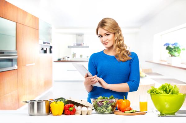06 MyFitnessPal_woman vegetables