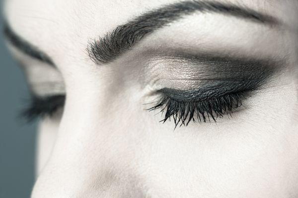 Taki makijaż  nigdy się nie rozmazuje i nie trzeba go poprawiać / fot. materiały prasowe