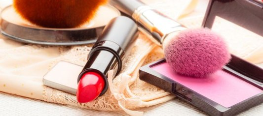 makijaż usta uroda pomadka szminka kolor
