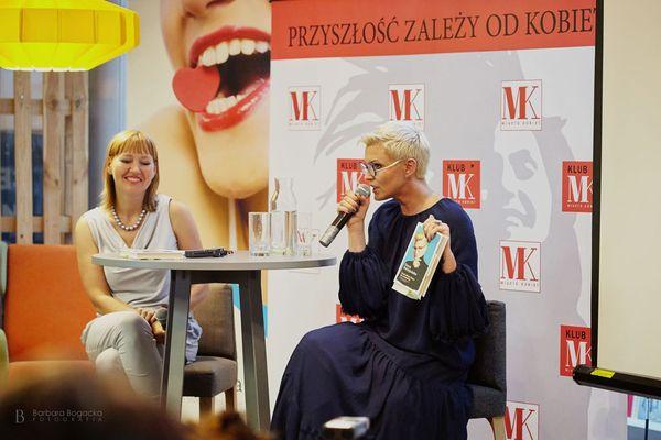 """Aneta Pondo i Ilona Felicjańska: Mam wrażenie, że moje wyznanie """"jestem szczęśliwa"""", budzi większą konsternację u rozmówców niż """"jestem uzależniona"""". / fot. Barbara Bogacka"""