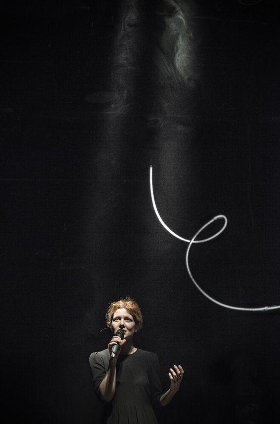 """Spektakl """"Nieznośnie długie objęcia"""" (Teatr Powszechny) / fot. materiały prasowe"""