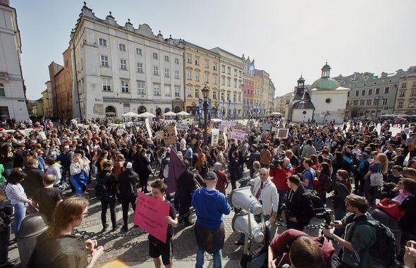Protest przeciwko wprowadzeniu bezwzględnego zakazu aborcji, Kraków, 3 kwietnia 2016 r. / fot. B. Bogacka