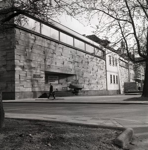 Widok Miejskiego Pawilonu Wystawowego od strony Plant, lata 60. XX wieku, fot. Daniel Zawadzki, z zasobu archiwum artysty