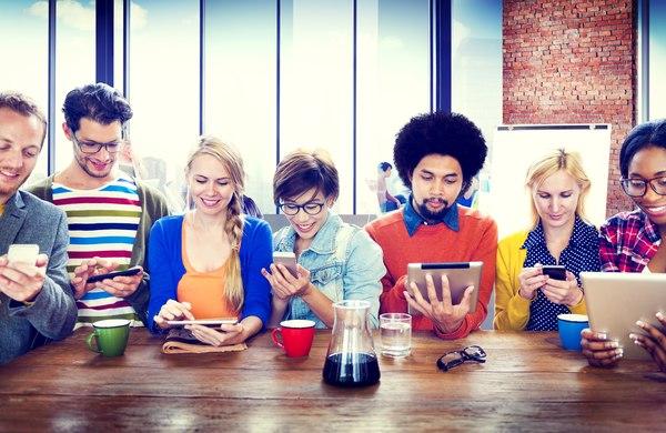 Ten moment, kiedy smartfon staje się przedłużeniem twojej ręki / fot. Fotolia