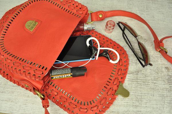 Gaz pieprzowy warto nosić w torebce / fot. materiały prasowe