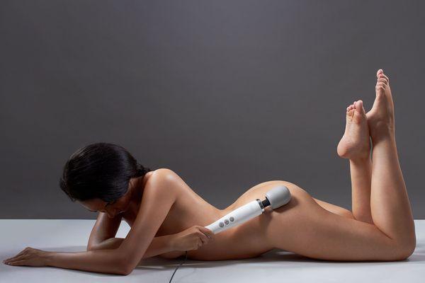 masażer doxy, kobieta z masażerem