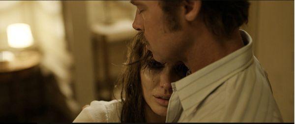 "Kadr z filmu ""Nad morzem"" (2015), reż. Angelina Jolie, Universal Pictures"