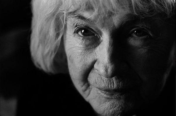 """Danuta Szaflarska, kadr z filmu ,,Pora umierać"""", reż. Dorota Kędzierzawska, 2007."""