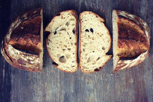 Internet pełen jest pomysłów na upieczenie własnego chleba / fot. Zaczyn