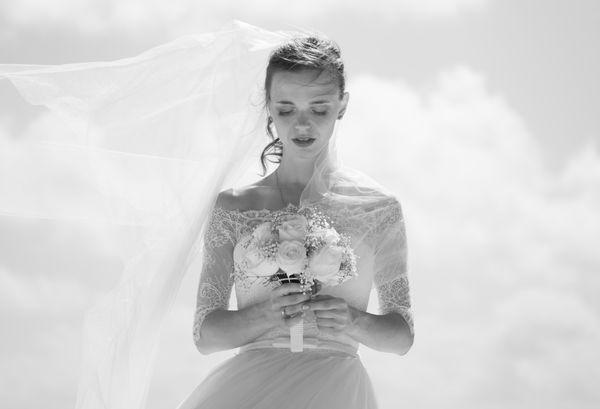 To co, balowa suknia do ziemi czy garnitur? / fot. Unsplash/ Ishan