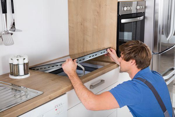 Płyta indukcyjna to rozwiązanie, które coraz częściej zastępuje kuchenki gazowe czy nawet elektryczne / fot. materiały prasowe