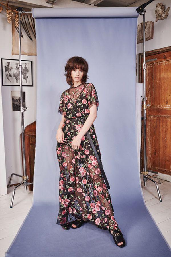 Suknia w kwiaty od Weave / fot. materiały prasowe
