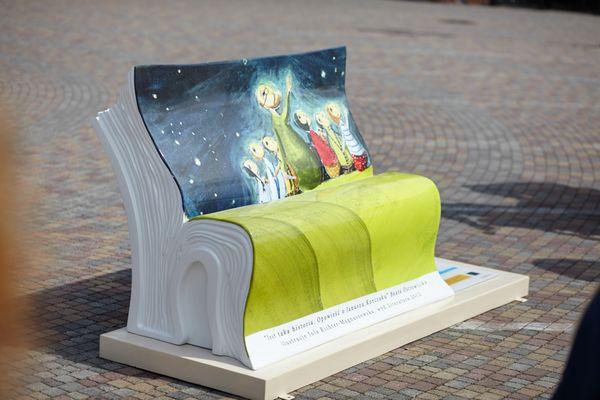 Zaczytana ławka przeniesie cię w świat fantazji / fot. materiały prasowe