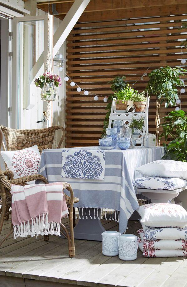 Cotton lightsy, koce i poduszki sprawią, że balkon stanie się przytulny / fot. materiały prasowe Cellbes