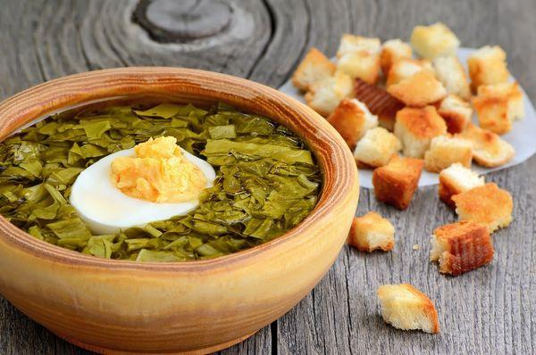 Majowa zupa szczawiowa z chrupiącym grzankami / fot. materiały prasowe