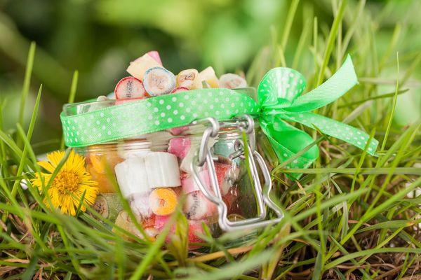 Cukierki pakowane i etykietowane są także ręcznie / fot. materiały prasowe