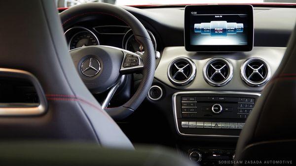 Wnętrze Mercedesa GLA / fot. materiały prasowe