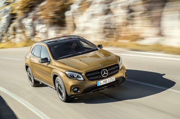 Mercedes-Benz GLA 220d 4MATIC, canyonbeige, Fahraufnahme ;Kraftstoffverbrauch kombiniert: 4,8 l/100 km, CO2-Emissionen kombiniert: 127 g/km Mercedes-Benz GLA 220d 4MATIC, canyon beige, driving shot; Fuel consumption combined: 4.8 l/100 km; Combined CO2 emissions: 127 g/km / fot. materiały prasowe