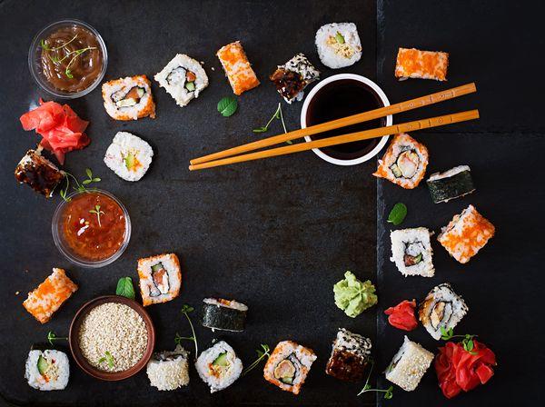 Sushi z wędzonym łosiem i serkiem / fot. materiały prasowe