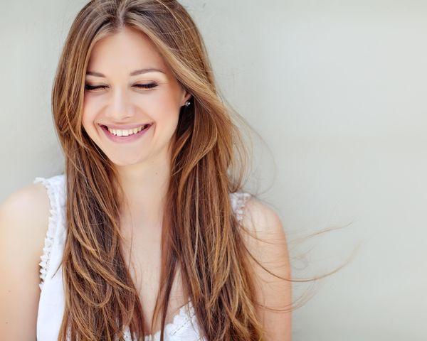 Dbaj o farbowane włosy, zwłaszcza latem / fot. materiały prasowe