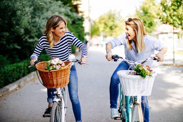 Popołudniowy wypad rowerami za miasto/ Fotolia