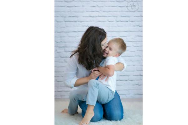 """Projekt """"Kobiety dla Kobiety"""" to wielka akcja pomocy 37-letniej Oli – mamie samotnie wychowującej kilkuletniego synka Tymka, która walczy z ostrą białaczką szpikową / fot. materiały prasowe"""