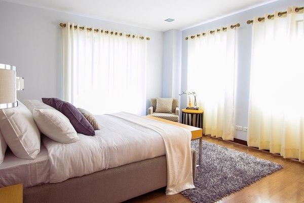 W sypialni spędzamy 1/3 swojego życia, więc warto w nią zainwestować / fot. Pixabay