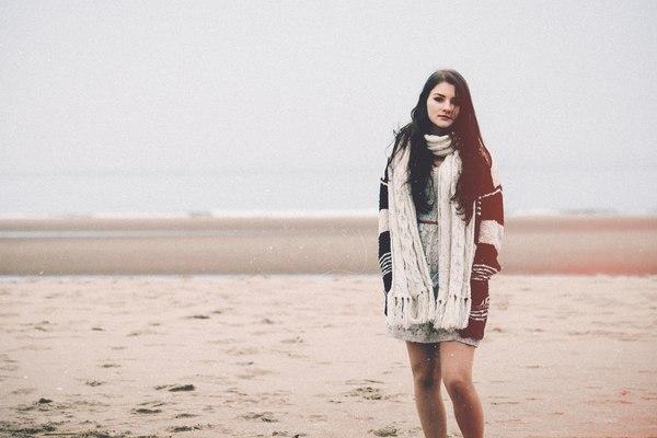 Załóżmy, że składową poczucia szczęścia jest ciepły, puchaty sweter w stylu #hygge / fot. Unsplash.com