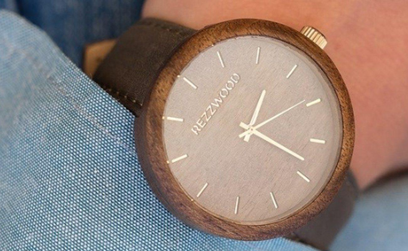 zegarek drewniany, czas, gadżety, moda