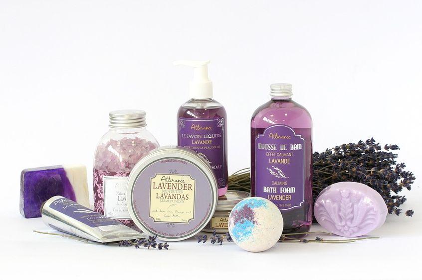 Zestaw lawendowych kosmetyków do pielęgnacji skóry