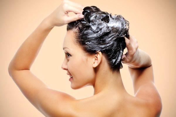 Pielęgnacja włosów farbowanych to przedewszystkim regularne używanie szamponu, odżywki i maski do włosów farbowanych