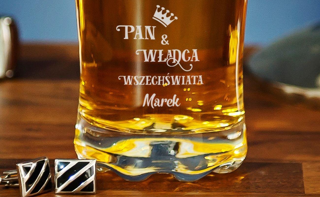 szklanka do whysky z napisem pan i władca wszechświata