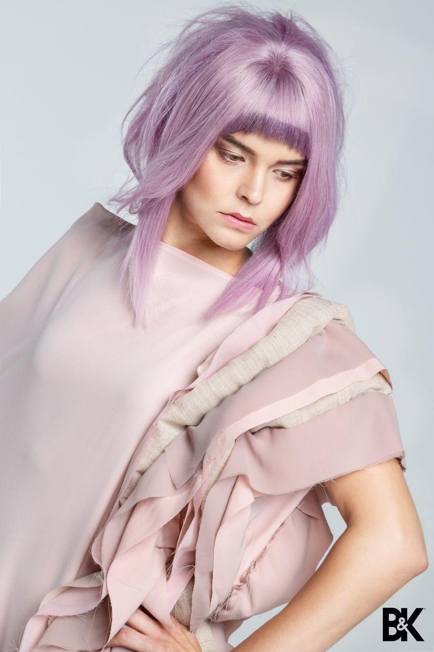 Modelką z fryzurą wykonaną przez fryzjerów z Akademii Fryzjerskiej Berendowicz i Kublin
