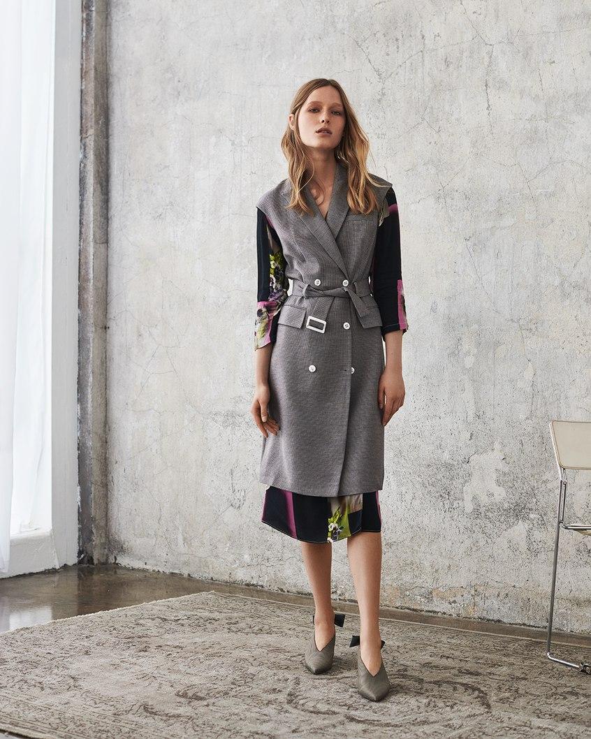 Modelka prezentuje jesienną kolekcję Aryton