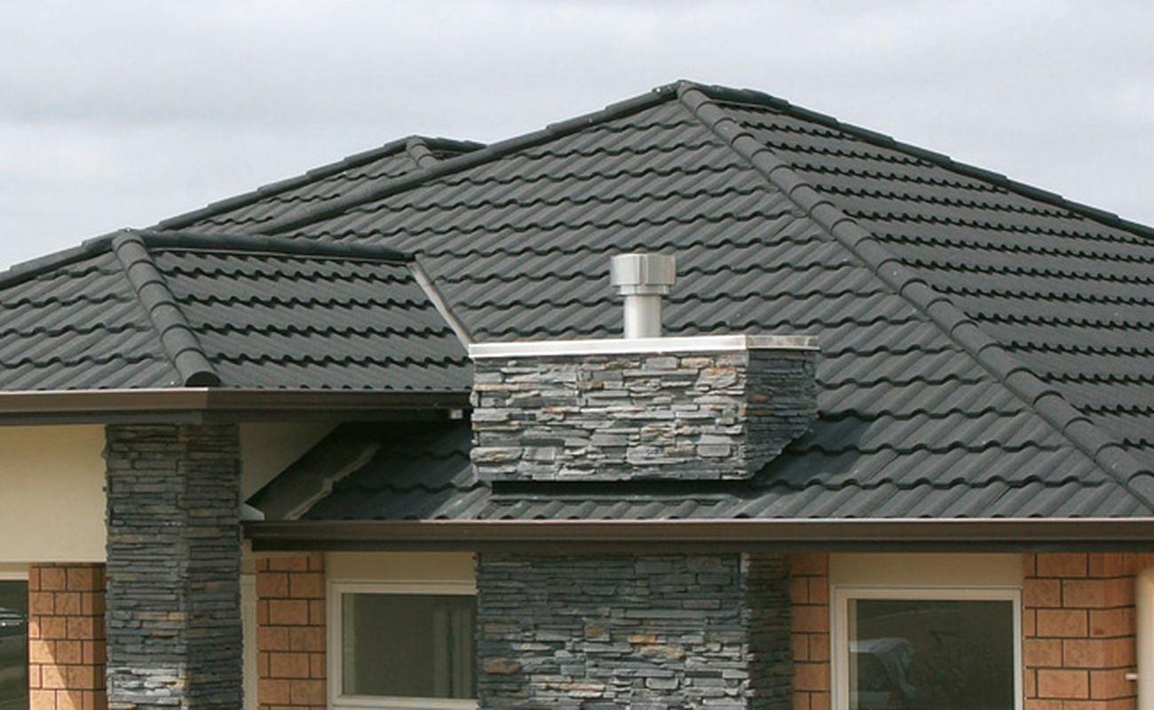 Blachodachówki i dachówki jako opcje na pokrycie dachu