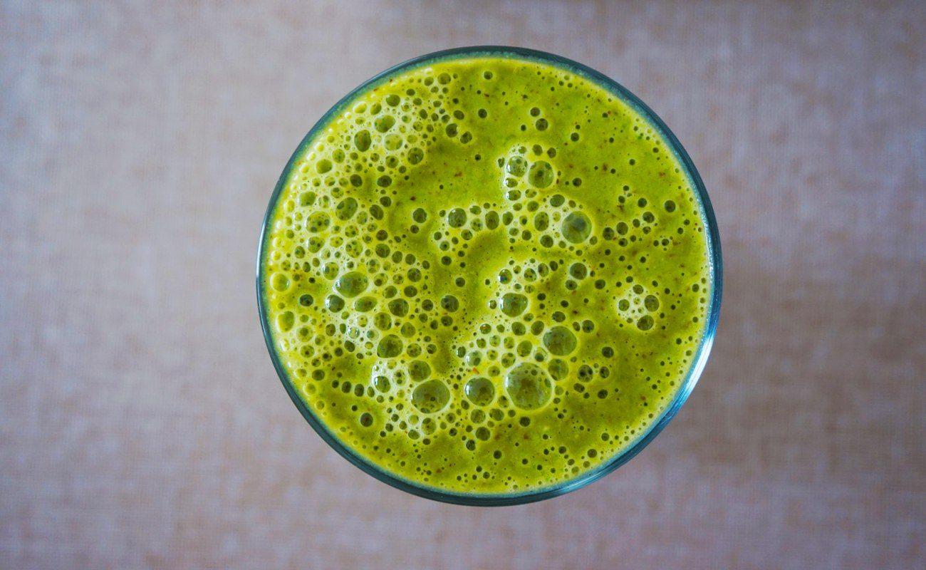 Zielony, zdrowotny koktajl z warzyw