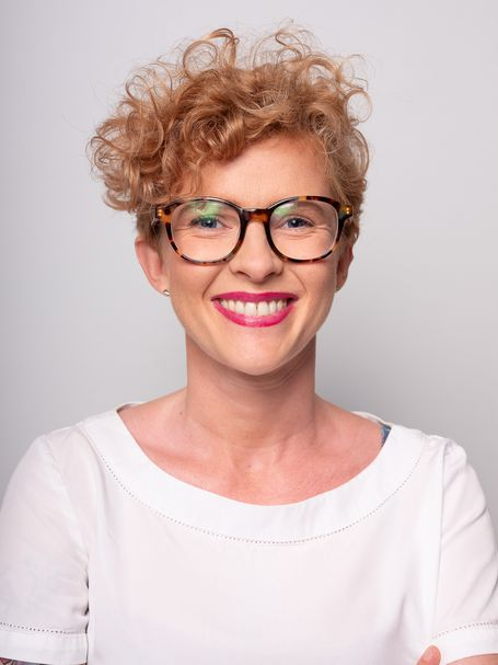 Portret z którego uśmiecha się Patrycja Szostakowska