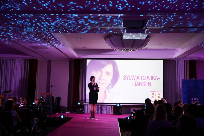 """Sylwia Czajka-Jansen w Mowie Mocy """"O talentach i o tym, w jak przeróżnych miejscach się one kryją"""" na Festiwalu Rok Kobiet 2018"""