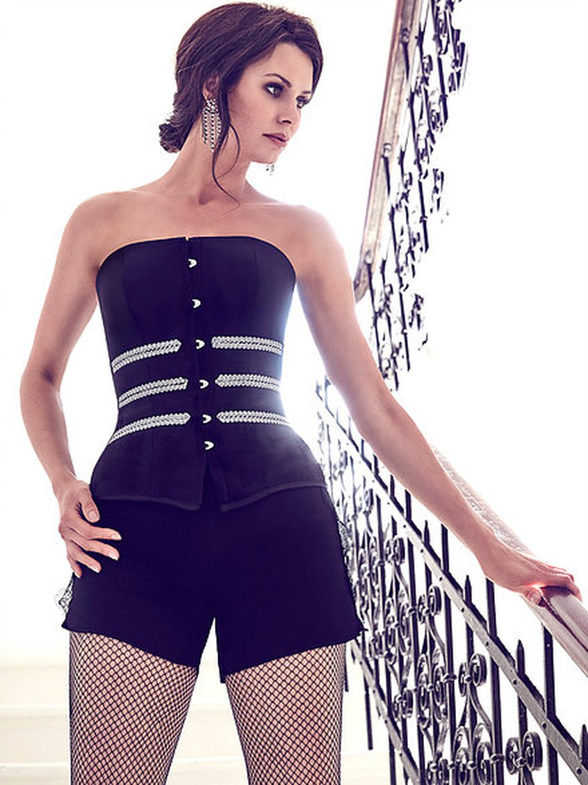 Modelka prezentuje gorset Vanilla Body Shop